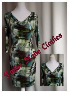 Prachtig viscose jurkje met schouderpas en valling